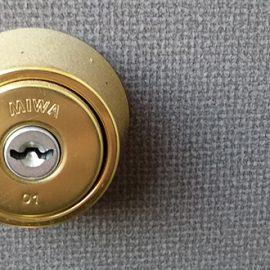 引っ越しに伴い玄関の鍵交換とサムターン交換 横浜市栄区笠間