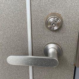 自宅玄関の防犯性の低い鍵をディンプルキーに交換|横浜市西区浅間町