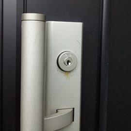 玄関の鍵の動きが悪くなっているため交換|青葉区榎が丘