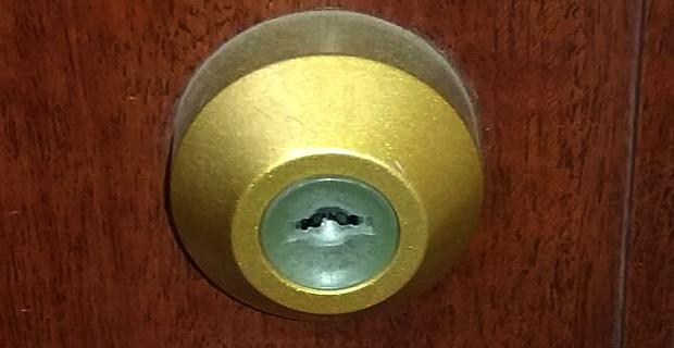 トステムのドアはツーロックです