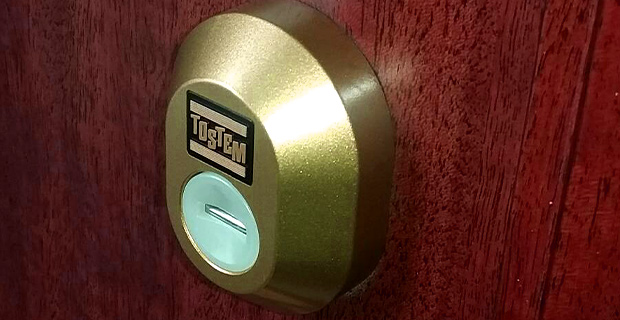 トステムの金色のカバーの鍵