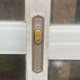 交換した引き違い扉の鍵