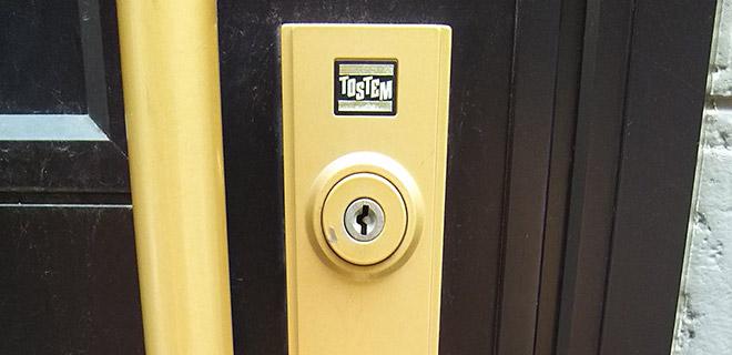 交換する前の玄関の鍵