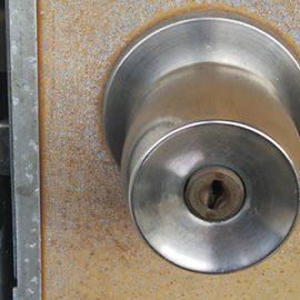 壊れた玄関の鍵