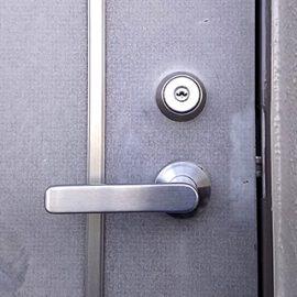 玄関扉のキーが抜けにくくなってきた鍵穴を交換|大阪市天王寺区上本町