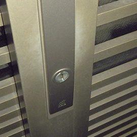 玄関の引き戸錠が外側から閉まらないので鍵交換|大阪市中央区上本町西