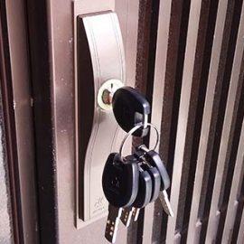 引き違い戸の鍵がかかりにくいため召し合わせ錠を交換|伊丹市中央