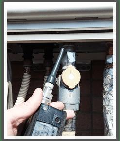 ガス漏れ検査の様子/新宿区上落合